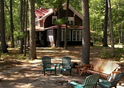 Your own world on 5 acres of woods! And 500 feet of shoreline!